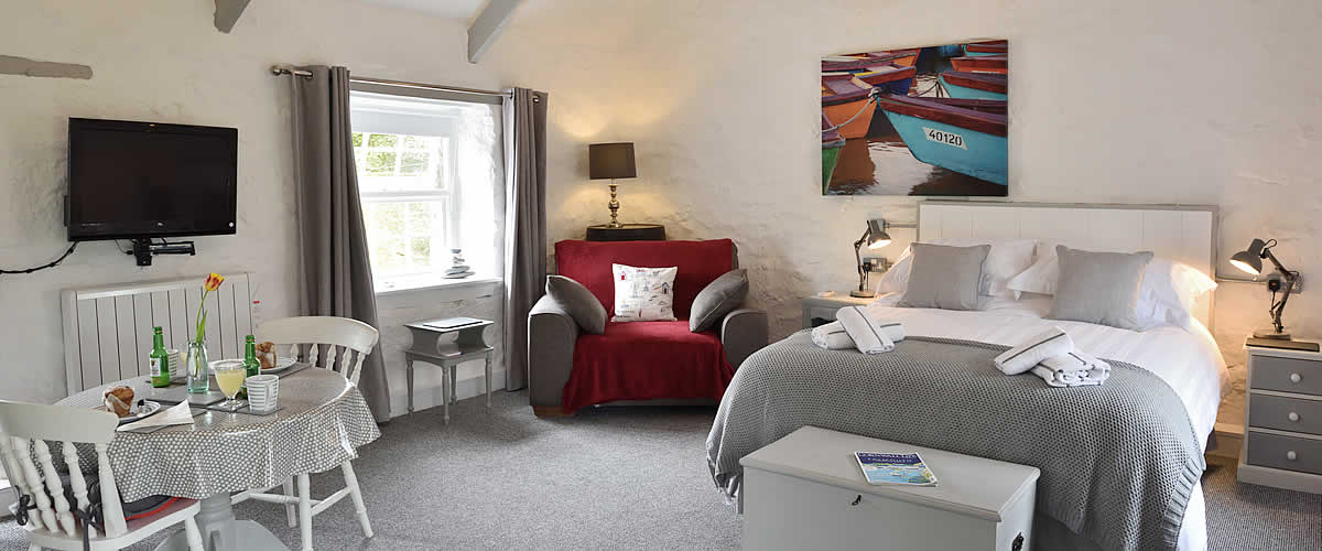 Bed and Breakfast in a quiet location near St Ives, Cornwalll